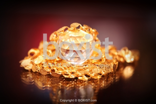 Faceted Diamond With Gold